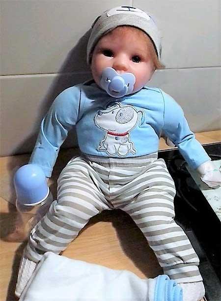 poupée garçon très réaliste