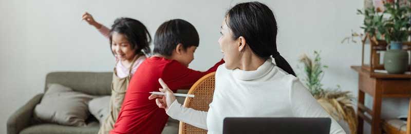 maman qui crie sur ses enfants