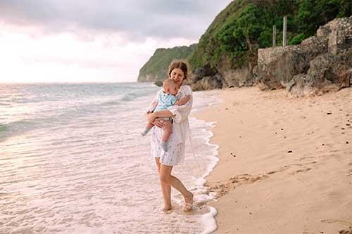 plage avec bebe